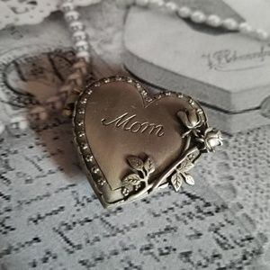 Elegant VTG J.J. Locket Brooch